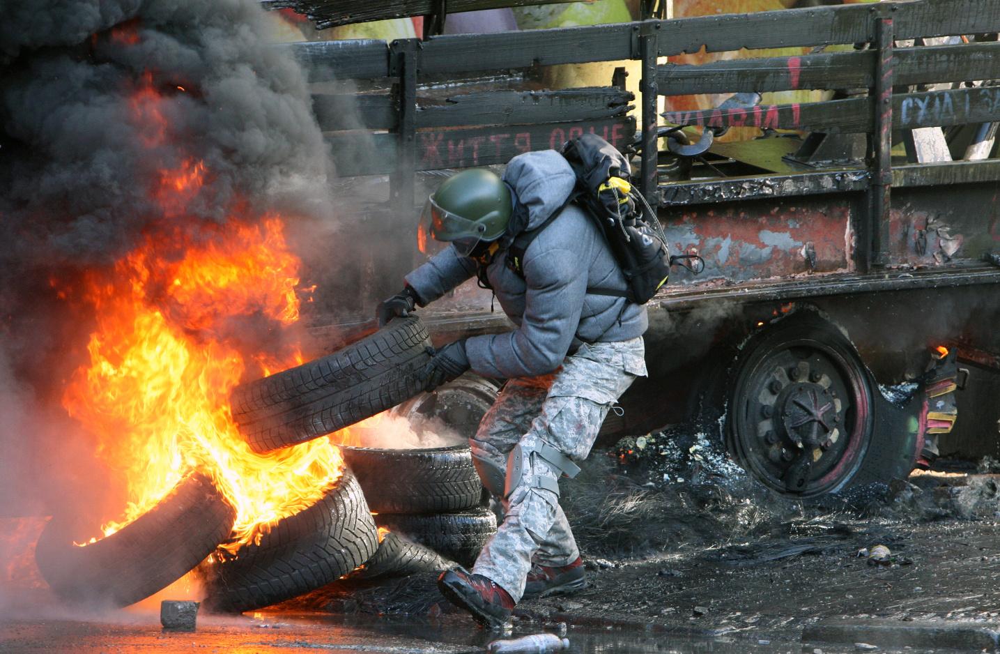 Горящие шины на Майдане. фото - Игоря Коваленко