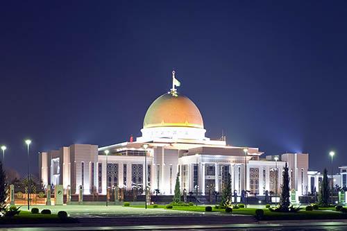 Глава туркмении подарил многодетным