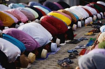 Должно ли государство подстраиваться под религиозные потребности граждан?