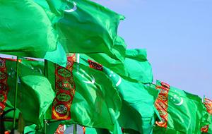 Власти Туркмении решают финансовые проблемы за счет населения