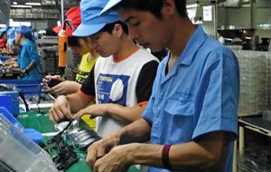 Экономика Китая ускорилась впервые за семь лет