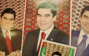 В госучреждениях массово обновляют портреты президента Туркменистана