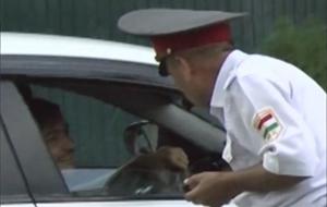 Таджикских милиционеров обязали учить английский