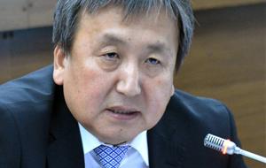 Брат президента Киргизии отказался сдать депутатский мандат