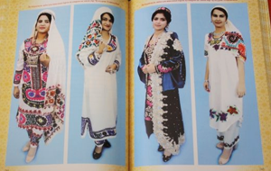 В Таджикистане женщинам запретили мини-юбки, черные платки и калоши