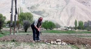 Всё больше таджикских дехкан покидают землю и выезжают на заработки